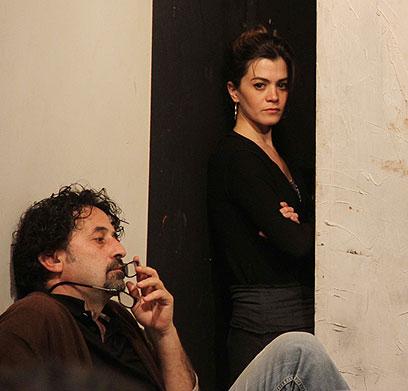 מוניר בכרי במהלך החזרות על ההפקה (צילום: איילה גזית) (צילום: איילה גזית)