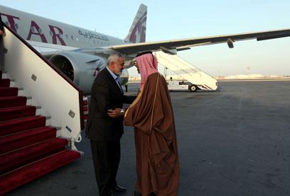 ראש ממשלת חמאס איסמעיל הנייה מתקבל בקטאר (צילום: AFP) (צילום: AFP)