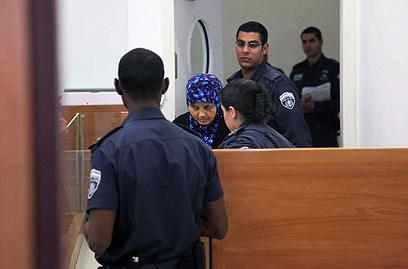 האם החורגת בבית המשפט (צילום: מוטי קמחי) (צילום: מוטי קמחי)