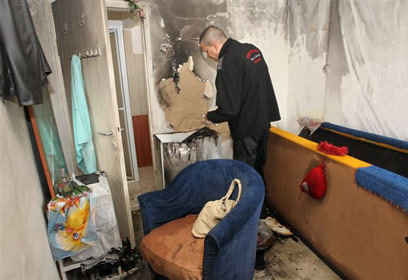 הדירה שעלתה באש (צילום: אבי רוקח) (צילום: אבי רוקח)