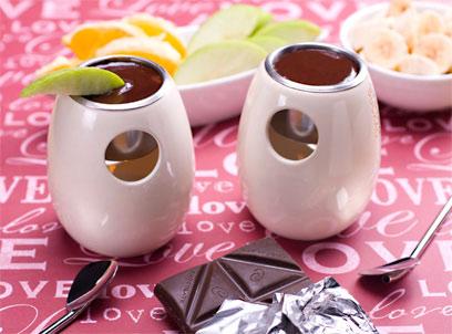 פונדו שוקולד מריר וחרובים (צילום: ראובן אילת) (צילום: ראובן אילת)