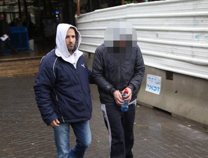 האב החשוד. מעצרו הוארך עד יום ראשון (צילום: מוטי קמחי) (צילום: מוטי קמחי)