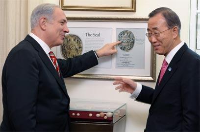 """נתניהו מארח את מזכ""""ל האו""""ם בלשכתו בירושלים (צילום: EPA) (צילום: EPA)"""