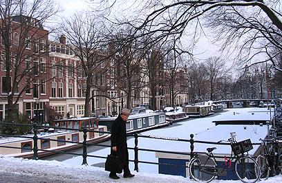 אמסטרדם בחורף. העיר החכמה הראשונה באיחוד האירופי (צילום: AP) (צילום: AP)