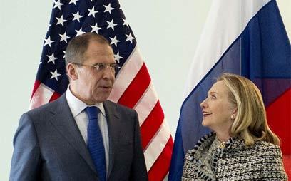 """קלינטון ולברוב (ארכיון). """"העבירה את המסר בפגישה"""" (צילום: AFP) (צילום: AFP)"""