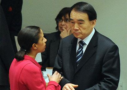 סוזן רייס עם שגריר סין. הלחץ לא עבד  (צילום: EPA) (צילום: EPA)