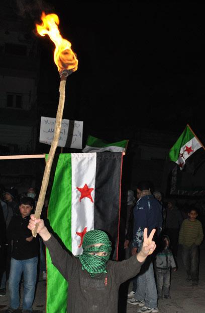 מוחים נגד משטר אסד, בסוריה (צילום: AP) (צילום: AP)
