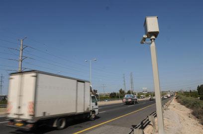 מצלמת מהירות חדשה ליד פתח-תקווה (צילום: ירון ברנר) (צילום: ירון ברנר)