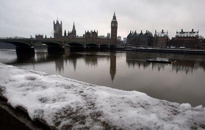 בירת בריטניה קפואה וקודרת (צילום: AP) (צילום: AP)