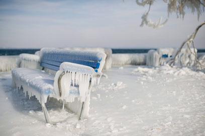 ספסל שלא יכול לקור ברומנשורן, שוויץ (צילום: EPA) (צילום: EPA)
