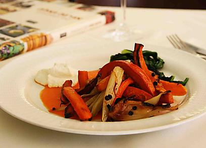 ירקות כתומים אפויים (צילום: אורי שביט)