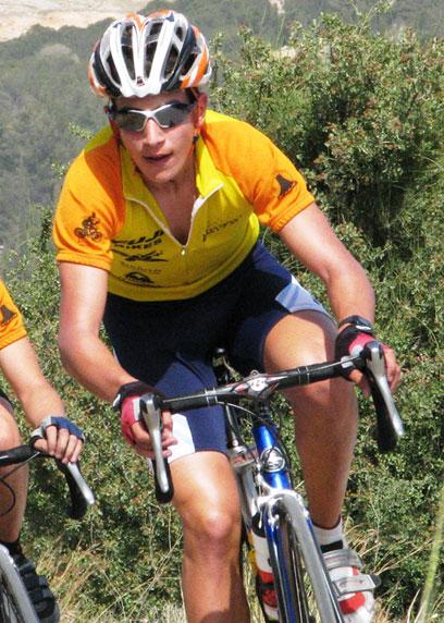 """על האופניים. ייצג את ישראל בתחרויות בחו""""ל ()"""