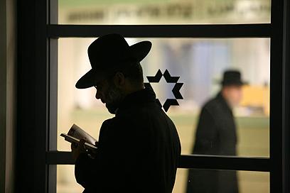 בבית החולים שערי צדק, בעת אישפוזו של הרב אלישיב (צילום: גיל יוחנן) (צילום: גיל יוחנן)