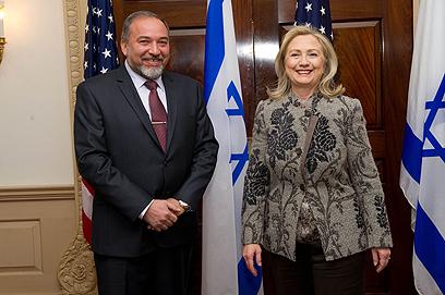 ליברמן עם עמיתתו האמריקנית שלשום (צילום: שחר עזרן) (צילום: שחר עזרן)