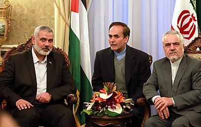 הנייה וסגן נשיא איראן, אמש (צילום: EPA) (צילום: EPA)