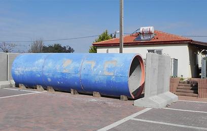 שגרת הטילים מאיימת גם בישוב החדש. מגננה בסמוך לבית בניצן (צילום: זיו ריינשטיין)
