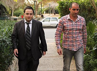 איציק קורנפיין מגיע לפגישה עם מוטי איוניר, הערב בתל אביב (צילום: מור שאולי) (צילום: מור שאולי)
