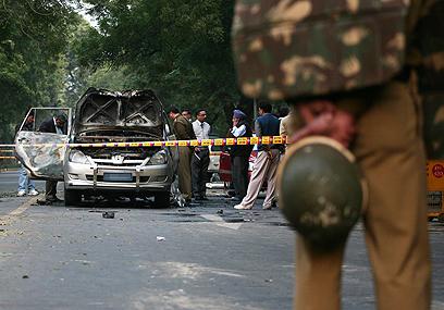 אזור פיצוץ המכונית בניו דלהי (צילום: רויטרס) (צילום: רויטרס)