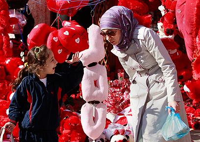 """""""העיראקים צריכים רגעי שמחה כדי שישכחו את מה שעבר עליהם"""" (צילום: AFP) (צילום: AFP)"""