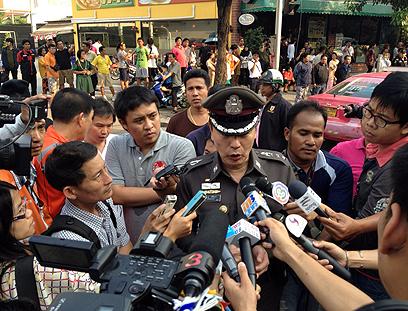 השוטרים ניסו לעצור את המחבל, שהשליך לעברם רימון (צילום: טויטר CC vaitor) (צילום: טויטר CC vaitor)