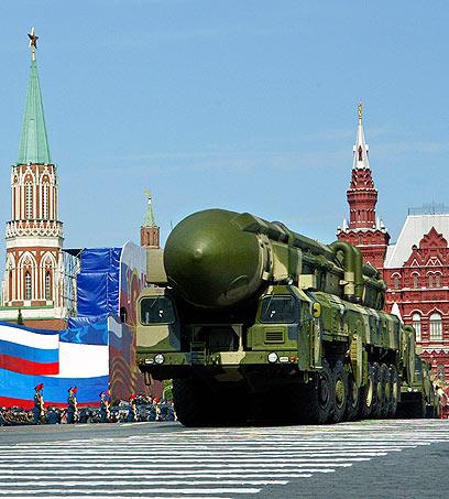 יחדרו את מערכת ההגנה האמריקנית? טיל בליסטי בין יבשתי מדגם טופול (צילום: AP) (צילום: AP)