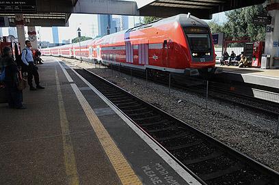 """""""הרכבות מלוכלכות, הקטרים מלוכלכים מאוד"""" (צילום: ירון ברנר) (צילום: ירון ברנר)"""