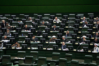 הפרלמנט האיראני. טהרן: לא מפחדים (צילום: AP) (צילום: AP)