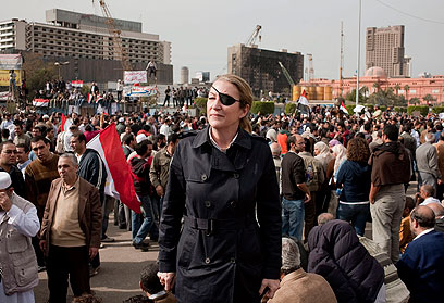 מארי קולבין בכיכר תחריר בקהיר (צילום: EPA) (צילום: EPA)