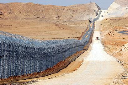 הגדר החדשה בגבול מצרים. לא לכל האורך (צילום: הרצל יוסף) (צילום: הרצל יוסף)