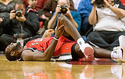 בפוזה מוכרת. מסתבר שלא רק הפציעות הרסו את הפוטנציאל הענק (צילום: AP)