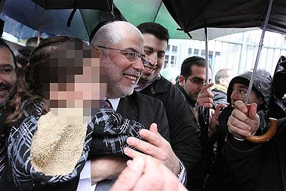 """""""ש""""ס שמחה ומברכת על השחרור"""" (צילום: אבי מועלם) (צילום: אבי מועלם)"""