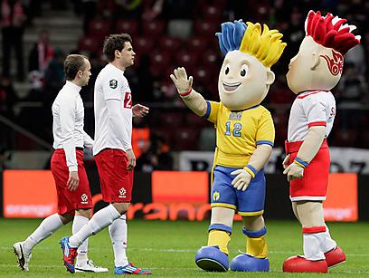 הקמעות של יורו 2012. לפולני יש יותר סיבות לחייך (צילום: AP) (צילום: AP)