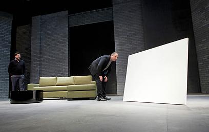 מתוך ההצגה. בין אמנות לחברות (צילום: ז'רר דטנר) (צילום: ז'רר דטנר)