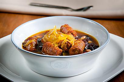 כמו בעל ואישה. תבשיל שעועית וצ'וריסוס (צילום: ירון ברנר) (צילום: ירון ברנר)