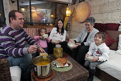 פשאלה של משפחת יצחקוב (צילום: אלכס קולומויסקי ) (צילום: אלכס קולומויסקי )