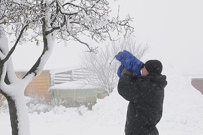 אחוות צלמים. מחפשים זוויות טובות של שלג (צילום: אביהו שפירא) (צילום: אביהו שפירא)