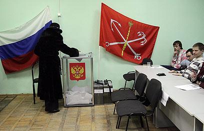 בוחרים בסנט פטרסבורג, הבוקר (צילום: EPA) (צילום: EPA)