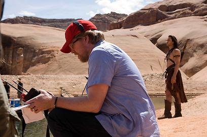 הבמאי אנדרו סטנטון וטיילור קיטץ' בעבודה משותפת במדבר באריזונה (צילום: mct)