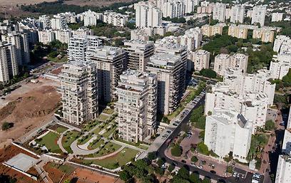 """בתנאי השטח שנוצרו - ההיגיון חייב בנייה למגורים. הפרויקט ברמת אביב ג' (צילום: """"אלבטרוס"""") (צילום:"""