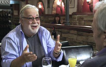 יהודה ברקן. מתרפק על שמחה לאיד (צילום: ערוץ 10) (צילום: ערוץ 10)