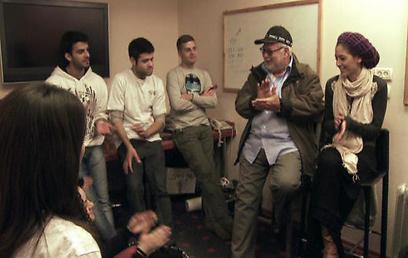 יהודה ברקן. מה, לא ידעתם? מתיחות הן בכלל מבחן לשחקנים (צילום: ערוץ 10) (צילום: ערוץ 10)