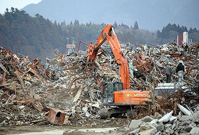 """פוקושימה. """"מזיזים קרינה ממקום למקום"""" (צילום: AFP) (צילום: AFP)"""