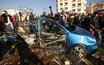 Army fires at Gaza vehicle (Photo: Reuters)