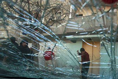 זגוגית שנשברה מהדף הפיצוץ אחר הצהריים (צילום: רויטרס) (צילום: רויטרס)