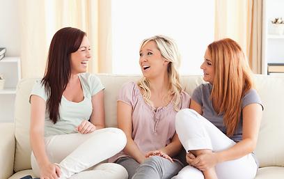 תחפרי להן, בשביל זה הן שם. חברות (צילו: Shutterstock) (צילו: Shutterstock)