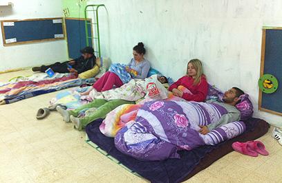 תושבים במקלט באופקים. מאבקם זוהר פחות  (צילום: קאצ'י כהן) (צילום: קאצ'י כהן)