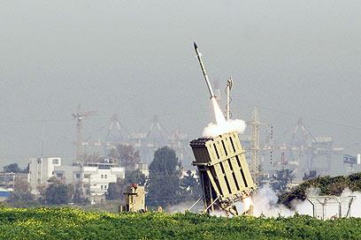 כיפת ברזל בעת יירוט. 80 אחוזי הצלחה (צילום: AFP)