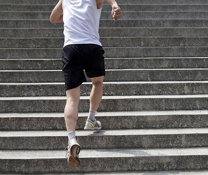 פתאום פעילות כמו עלייה במדרגה הופכת לבלתי אפשרית (צילום: shutterstock) (צילום: shutterstock)