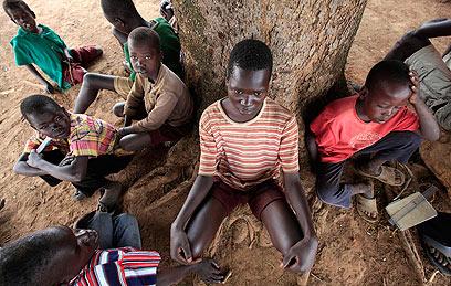 ילדים במחוז גולו שבצפון המדינה. נוטים להיות מעורבים בתאונות  (צילום: רויטרס) (צילום: רויטרס)