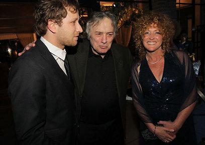 נראית מרוצה. קרוליין לנגפורד עם הבן והאקס         (צילום: רפי דלויה ) (צילום: רפי דלויה )